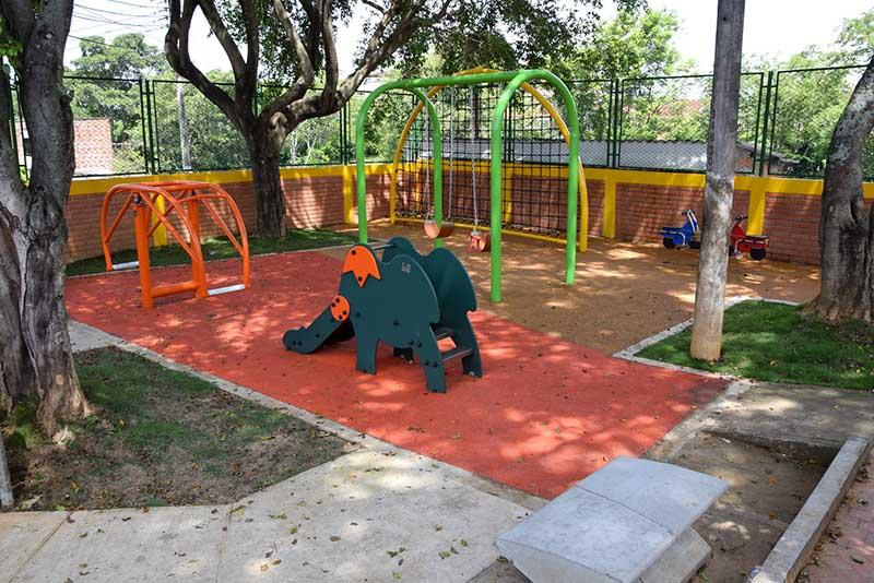 Escenario Deportivo y Juegos Infantiles - La Libertad
